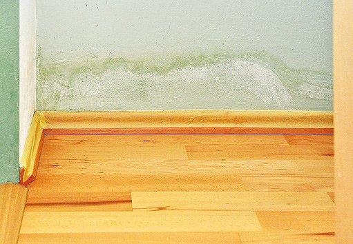 podlahové lišty polepíme krycí páskou