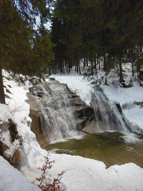 Mumlavský vodopád v zimě.
