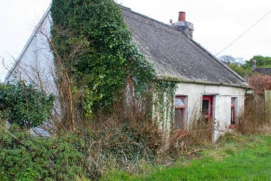 Starší nemovitosti mohou mít střechu z eternitu