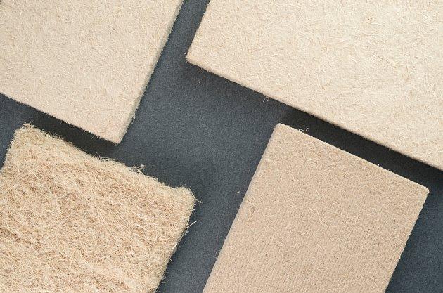 Lisované panely z konopných vláken.