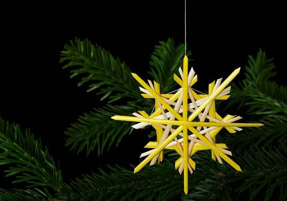 hvězda a řetěz - vánoční dekorace ze stébel slámy