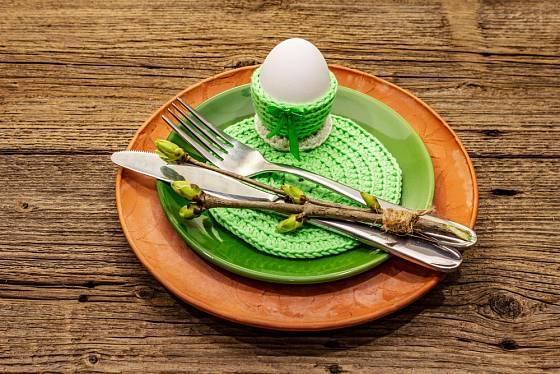 Originální háčkované velikonoční prostírání.