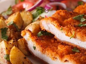 Aby byl řízek delikátnější, je důležité maso správně naklepat.