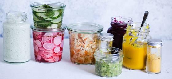 Kvašená zelenina připravená k rozmanitému použití v kuchyni