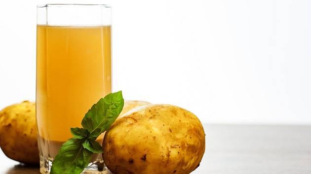 Pitím bramborového džusu si odplavíte toxické látky ztěla, zvýšíte ochranu před kardiovaskulárním onemocněním, podpoříte imunitu anebo i snížíte hladinu cukru vkrvi.