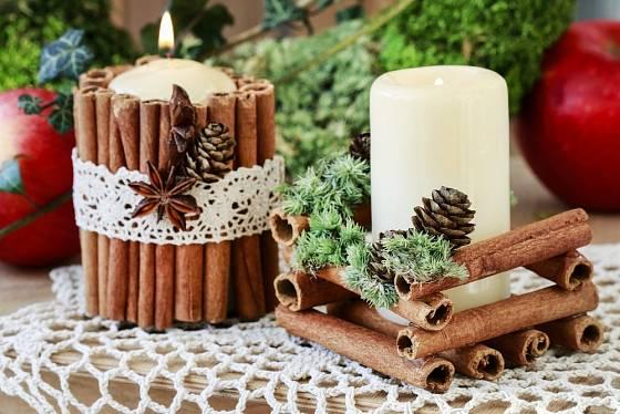 svícen, krásná a voňavá dekorace ze skořice