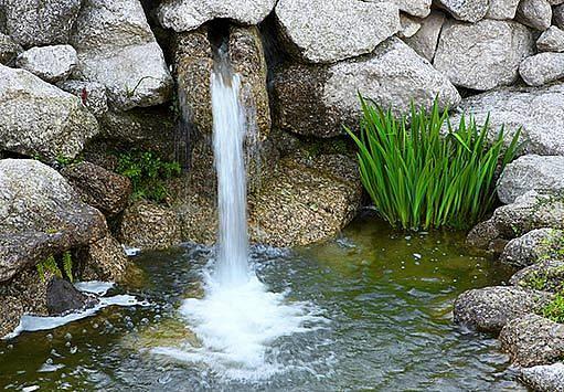 vodopád na zahradě