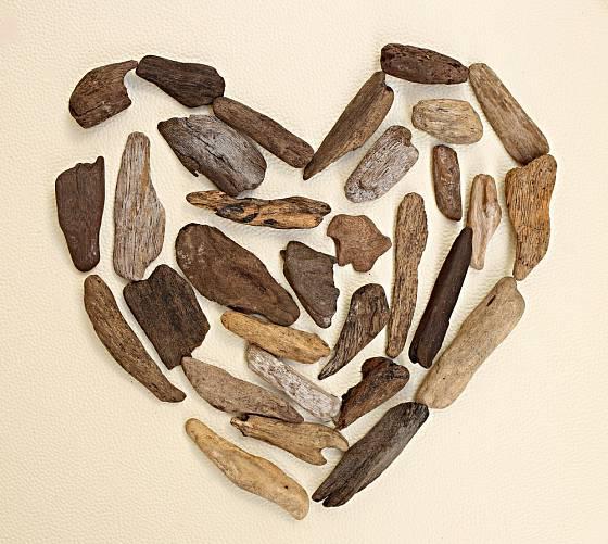 Srdce z naplaveného dřeva.