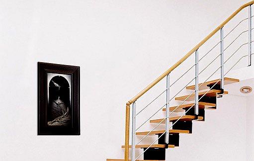 zábradlí by mělo být po celé délce schodiště