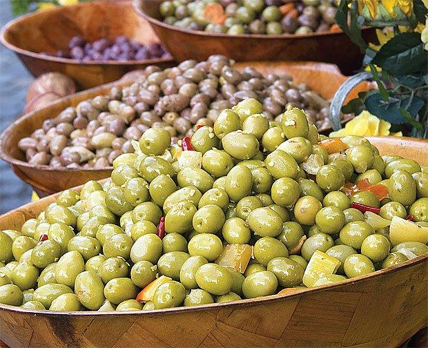 Olivovník evropský (Olea europaea L.) patří do čeledi olivovitých (Oleaceae).