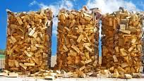 skládání dřeva do stočené armovací mříže je velice efektivní způsob