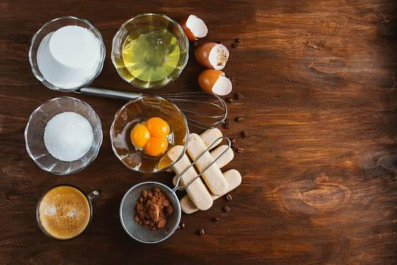 Do tiramisu není třeba dávat velké množství cukru.