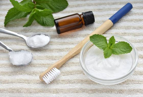 K výrobě přírodní pasty potřebujete kokosový olej