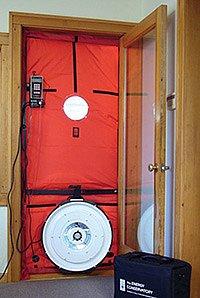 Test vzduchotěsnosti, foto Complete Green Solutions