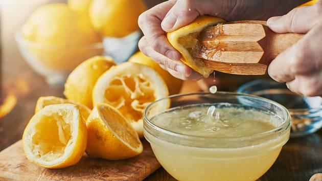 Jak se zbavit plynatosti: Zkuste trik se zázvorem a citronem