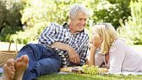 Dostatek vitaminu D svému si zajistíme, když se budeme pravidelně vystavovat slunečním paprskům.