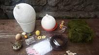 Uschlá papírová vajíčka můžeme přizdobit podle vkusu a možností.