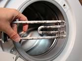 Vodní kámen je nepřítelem hlavně pro pračku