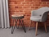 Zajímavý dekorační a zároveň funkční stolek vznikl z jednoho plátu dřeva.