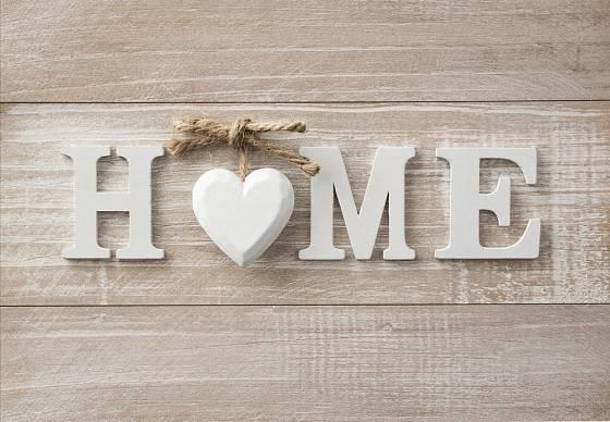 Často používaná bytová dekorace - dřevěný nápis.