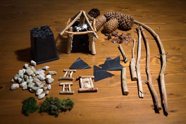 Stavební materiál na minizahrádku objevíte při procházce v lese.
