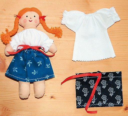 figurka - panenka v kroji