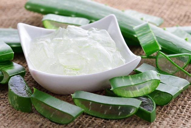 Gel z listů Aloe vera je vysoce hydratační, obsahuje vitaminy A, C a E.