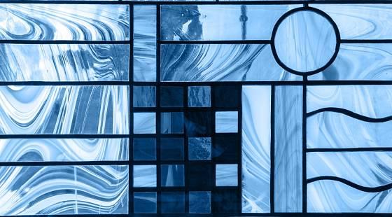 Součástí interiéru může být nápaditě vyvedené sklo