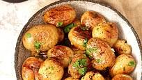 Rané brambory jsou upečené rychleji.