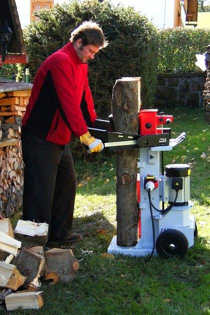 Vertikální štípač dřeva.
