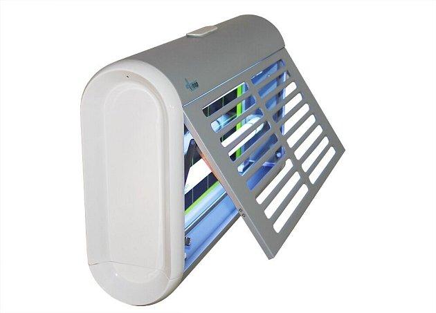 Lapače nesměřujte na okna či dveře - na hmyz venku by to byla vábnička.
