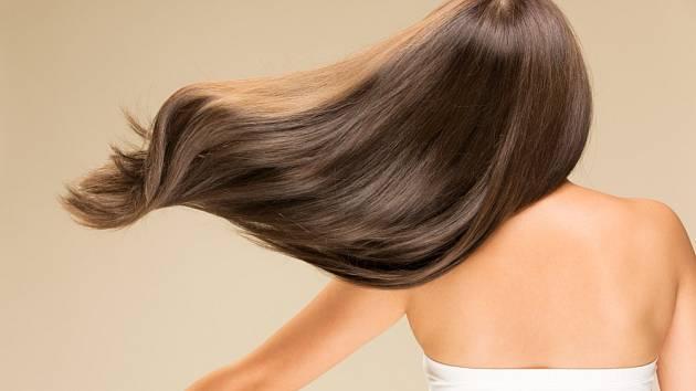 Běžné šampóny vlasy ničí