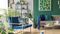 Interiéru dominují hluboké odstíny zelené, terakotové či modré