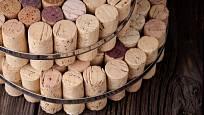 Korkové zátky jsou skvělé pro výrobu podložek pod horké hrnce nebo konvice.