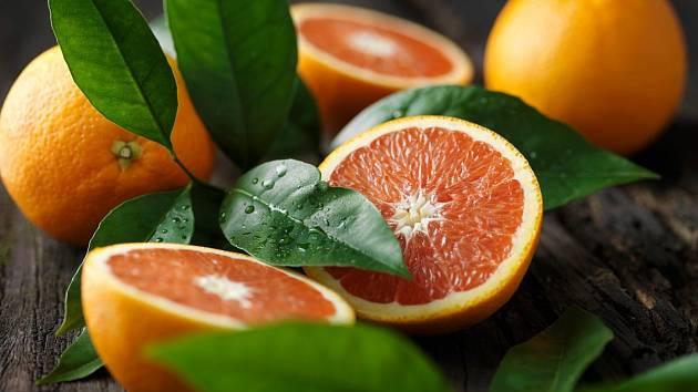 Nejen, že pomerančová kůra dodává pokrmům jedinečnou příchuť a úžasnou vůni, ale také má řadu využití v péči o naše zdraví