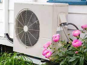 Vytáoění dobře zatepleného domu umožňuje pro získání tepla využít například tepelné čerpadlo.