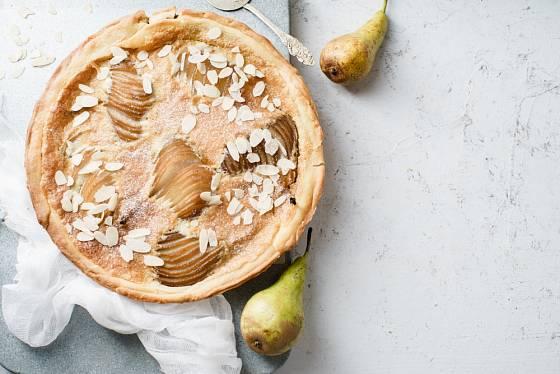 Do koláče můžete použít jak hrušky, tak jablka.
