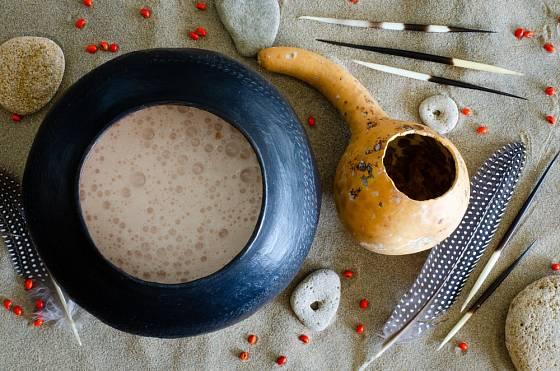Africké pivo se pije z nádoby zvané ukhamba.
