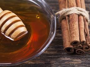 Med a skořice jsou lékem na mnohá onemocnění