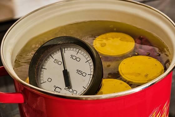 Při konzervaci syrového masa použijte opakovanou sterilaci