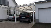 Pro více aut u jednoho domu je lepší kombinovat garáž s přístřeškem.