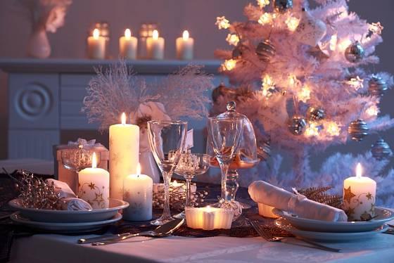 Hlavní barvou letošních Vánoc je bílá.