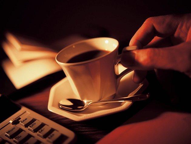 Věřili byste, že se lidé rozdělují do skupin podle toho, zda pijí kávu nebo čaj?