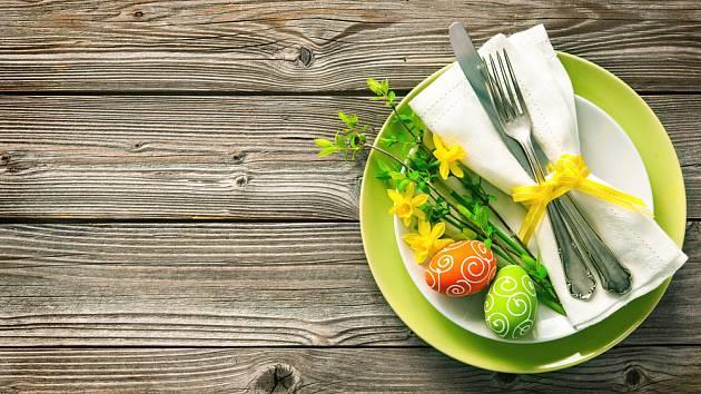 Velikonoční prostírání osvěží jarní barvy.