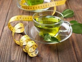S hubnutím nám pomůže zelený čaj.