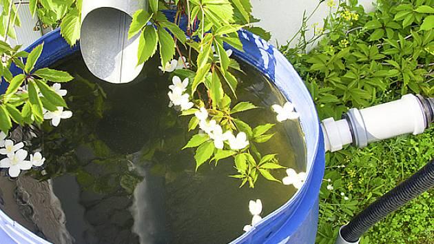 Voda nad zlato, aneb podzemní nádrže na dešťovku pro každou zahradu - Zahradn...
