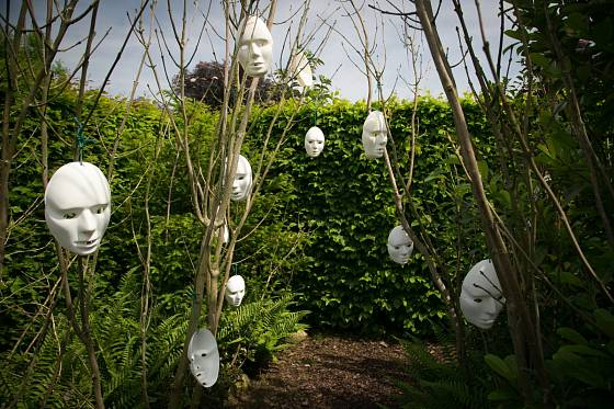 Masky se prodávají v papírnictví a vytvoří překvapivý efekt