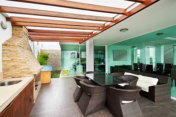 Prosklená stěna propojí kuchyň s verandou