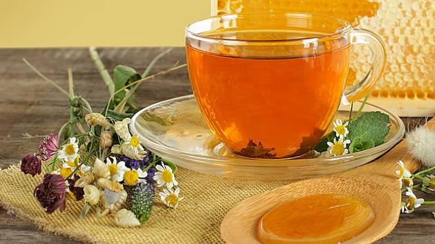 bylinkový čaj a med, ideální kombinace při nachlazení