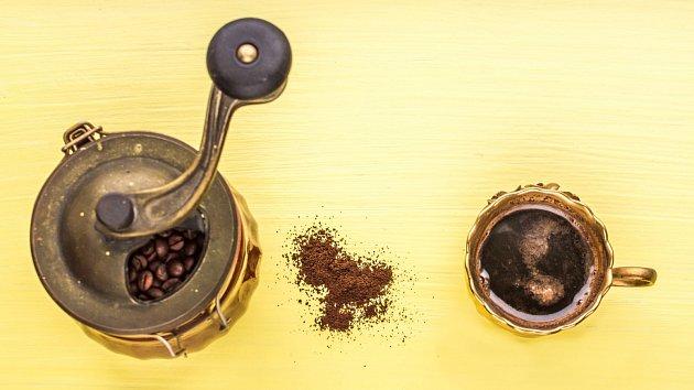 Nejlepší je umlít si kávu těsně před přípravou nápoje